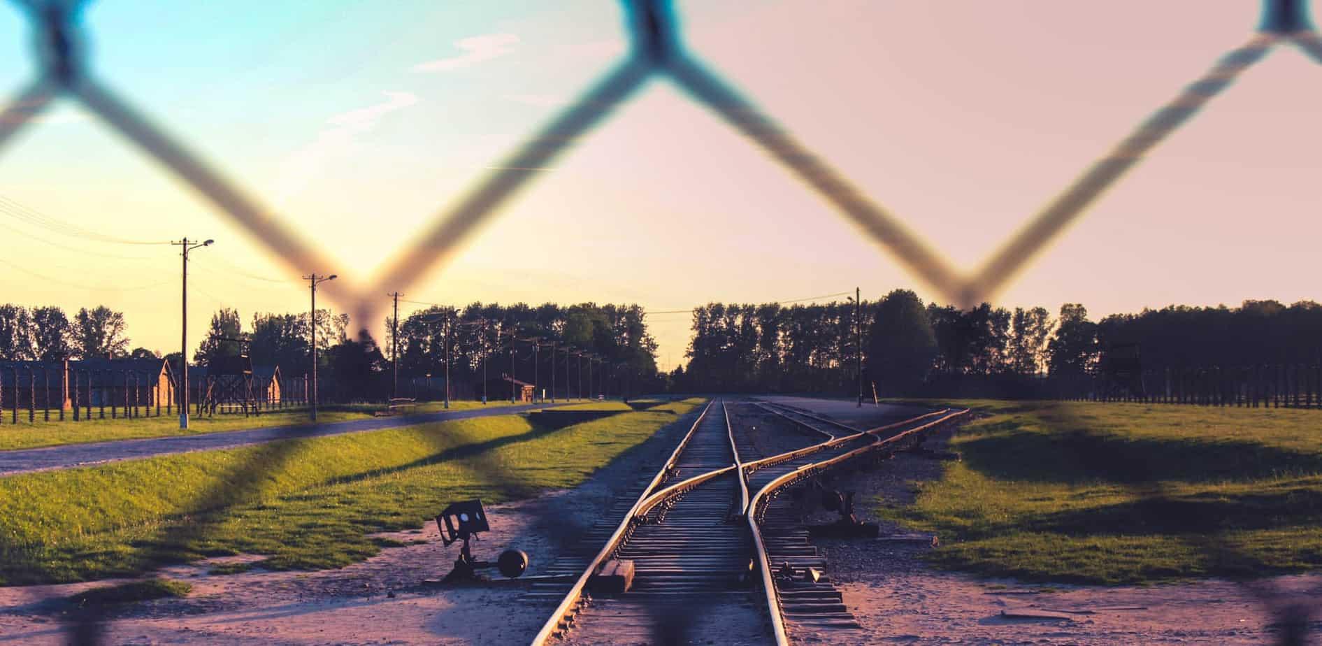 שני צידיה של הגלובליזציה של זיכרון השואה